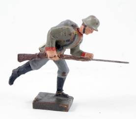 Lineol 9cm WWI German Charging With Rifle