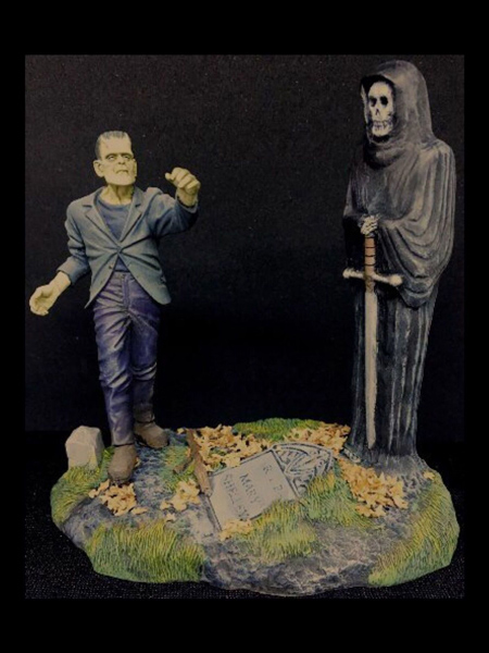 microMANIA - Frankensteins Monster Figure and Base