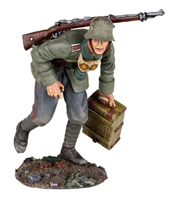 WWI German Infantry 1916-18 Advancing with Ammo Box #1